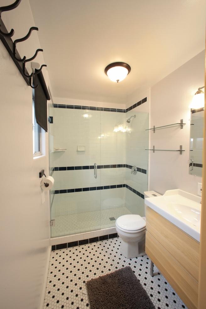 Bungalow Bathroom Rental